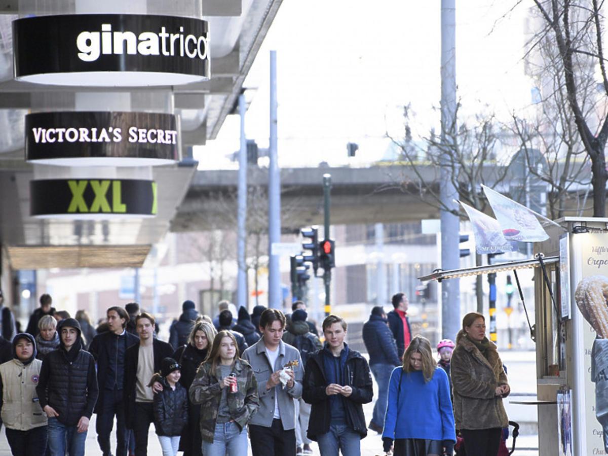 Koronawirus w Szwecji, na ulicach pełno ludzi