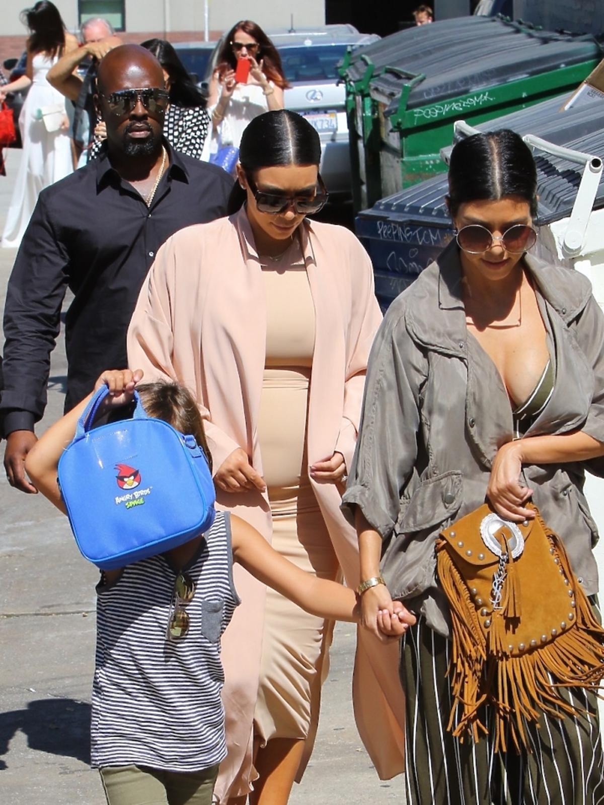 Kourtney Kardashian i Kim Kardashian wraca z