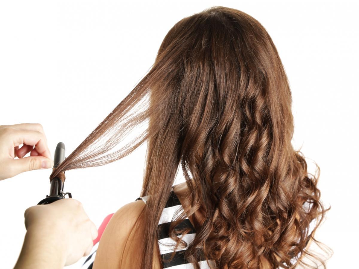 Kręcenie włosów na lokówce