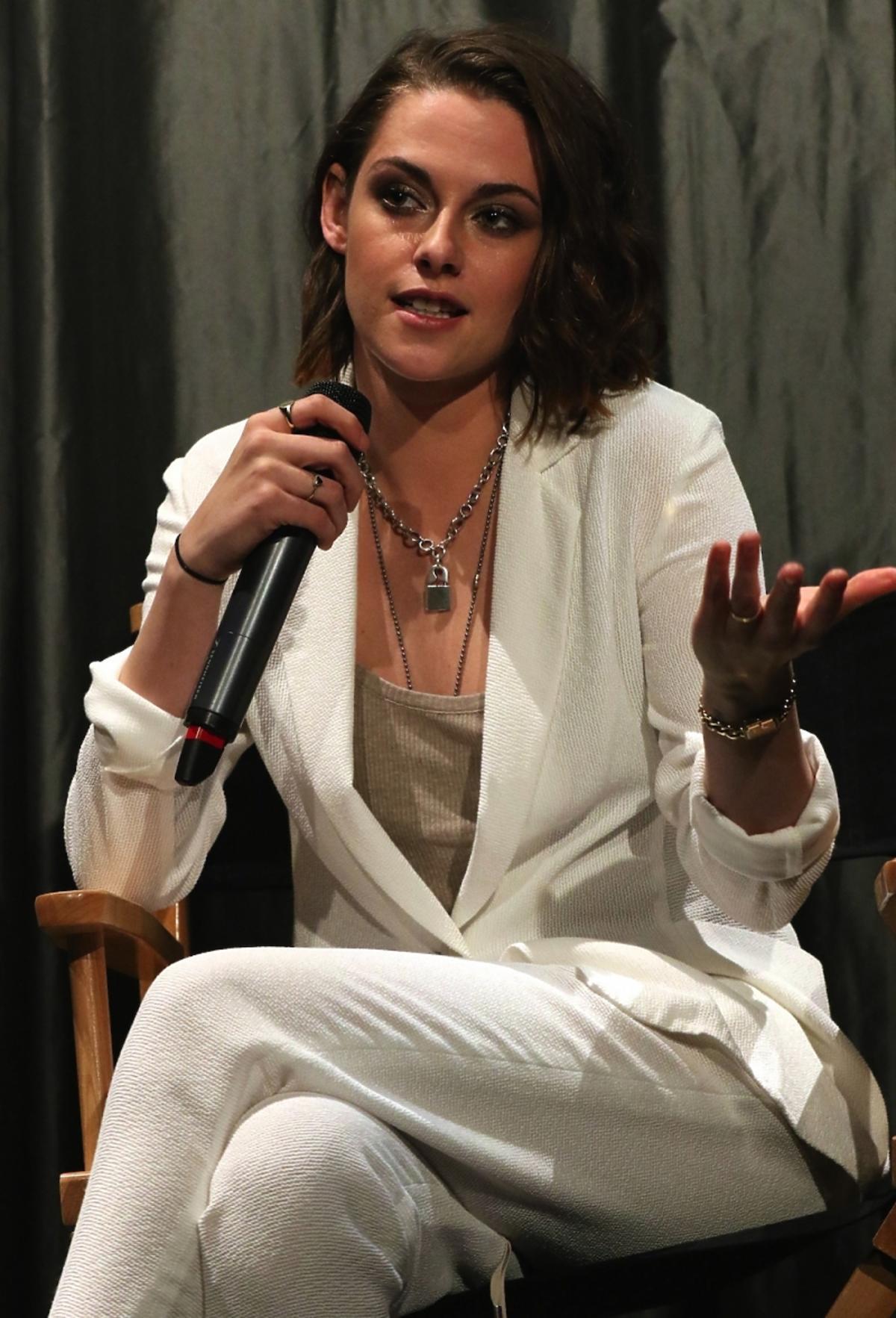Kristen Stewart w białym garniturze