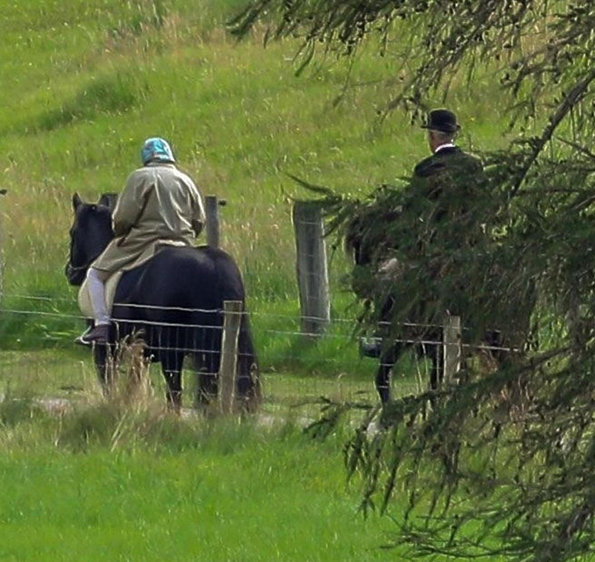 Królowa Elżbieta II podczas przejażdżki konnej