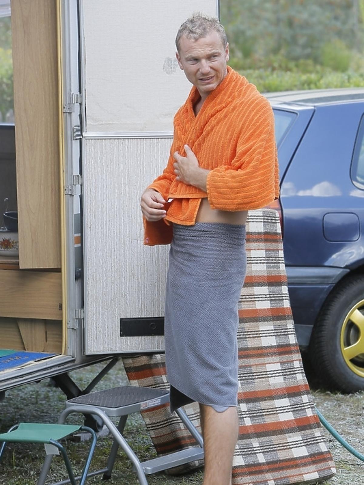 Krystian Wieczorek na planie serialu To Nie Koniec Świata