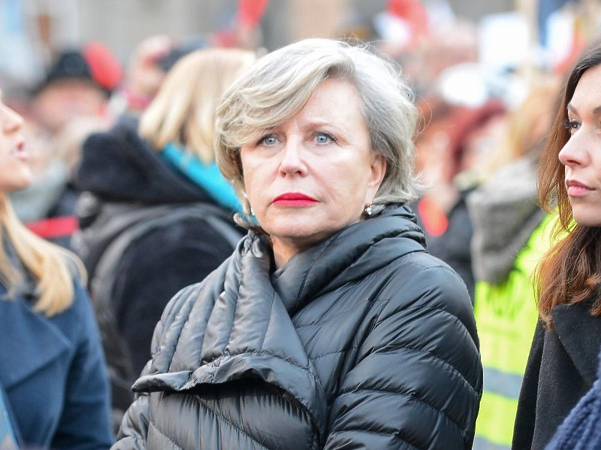 Krystyna Janda na Międzynarodowym Strajku Kobiet