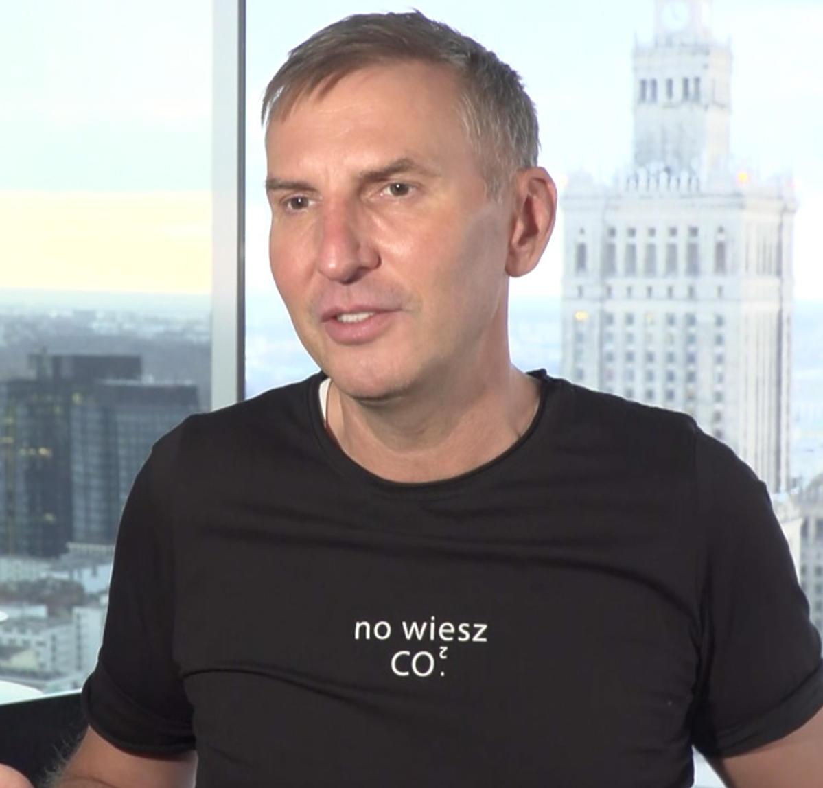 Krzysztof Gojdź w czarnej koszulce