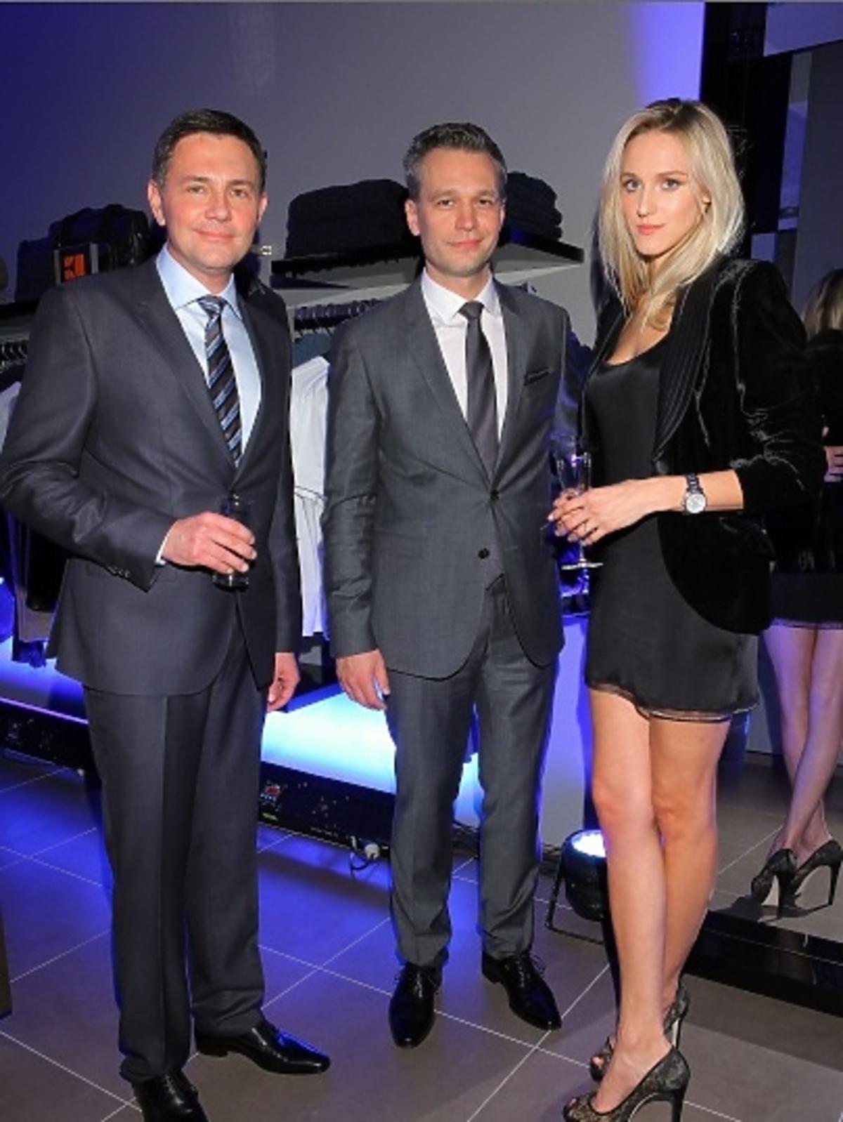 Krzysztof Ibisz oraz Michał Żebrowski z żoną podczas BOSS Fashion Event w Galerii Mokotów
