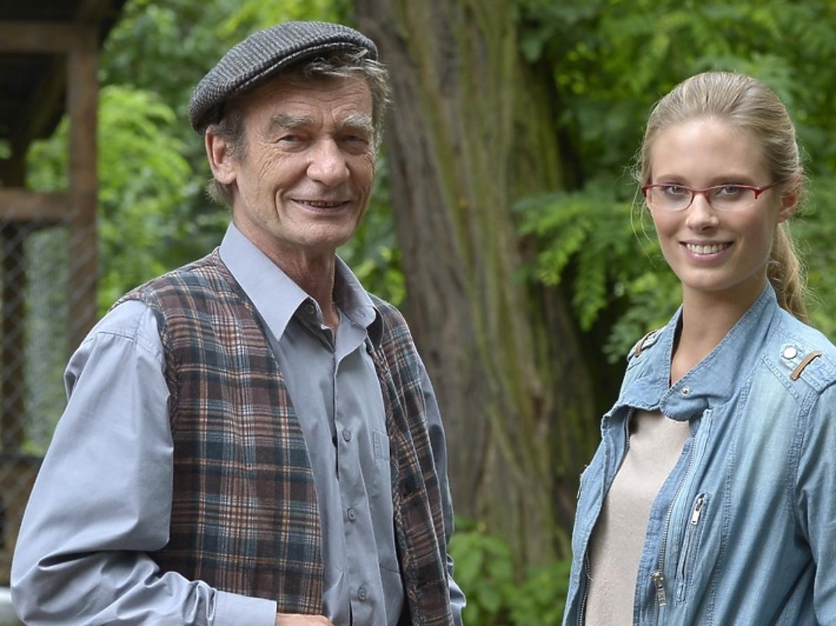Krzysztof Kiersznowski i Julia Pietrucha na planie serialu