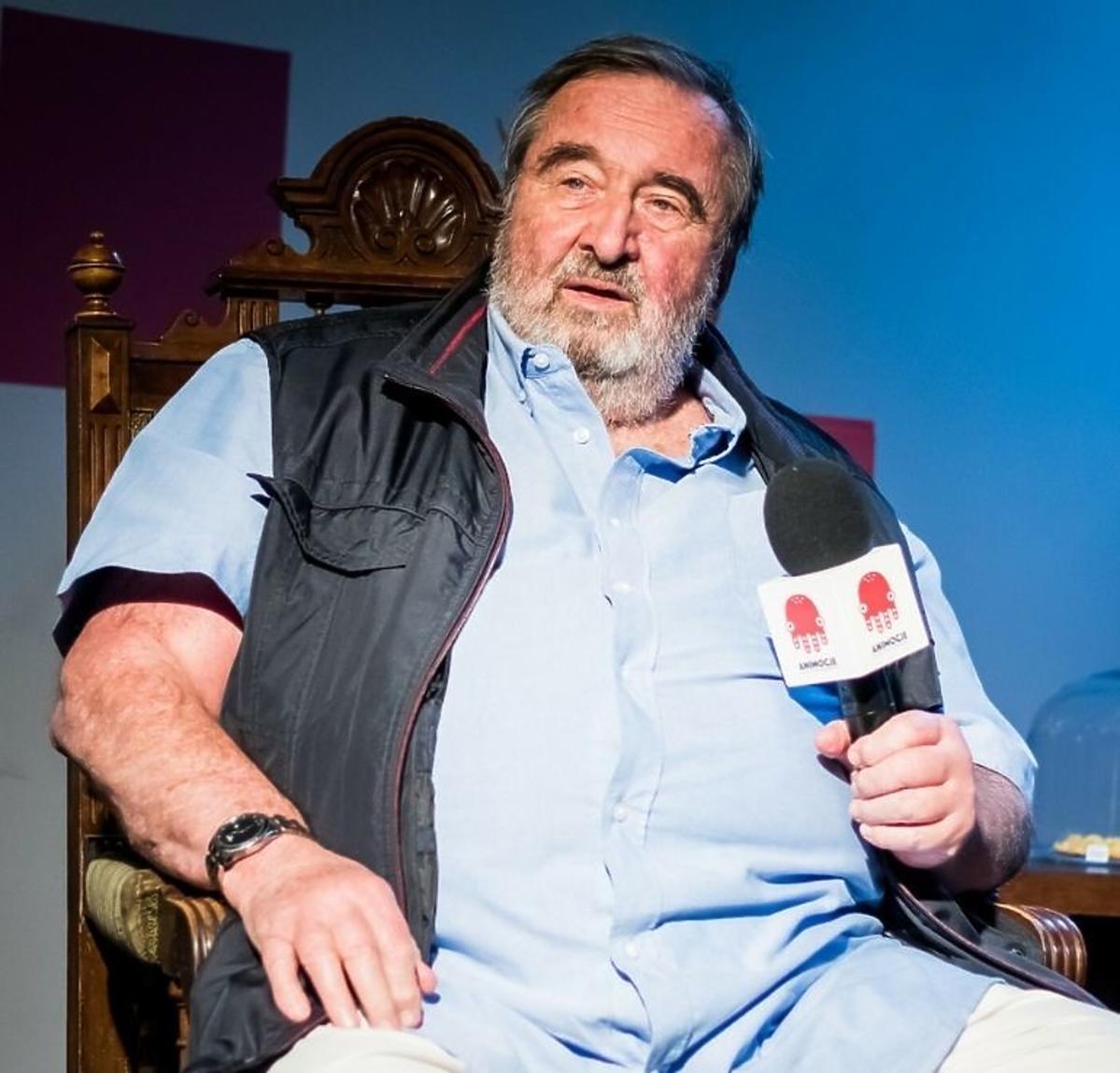 Krzysztof Kowalewski w błękitnej koszuli