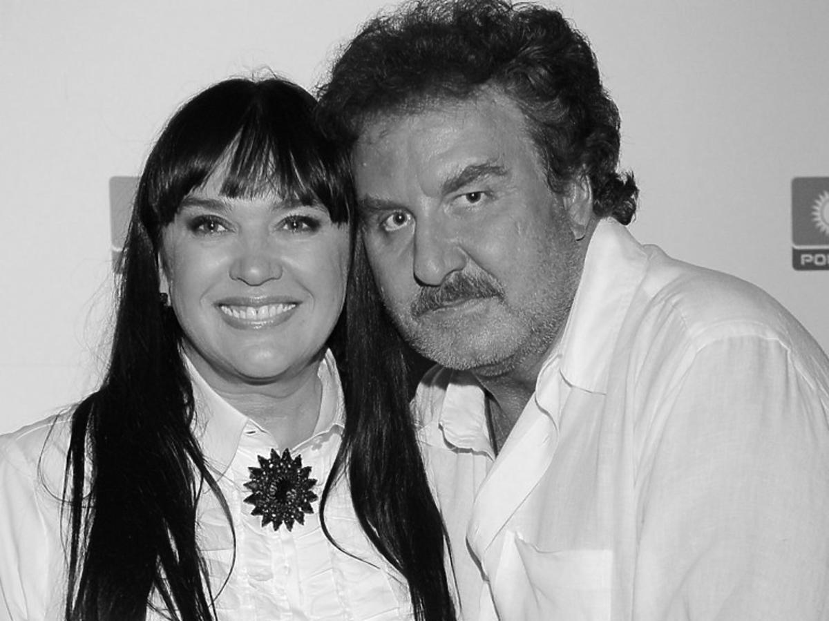 Krzysztof Krawczyk z żoną Ewą Krawczyk w białych koszulach