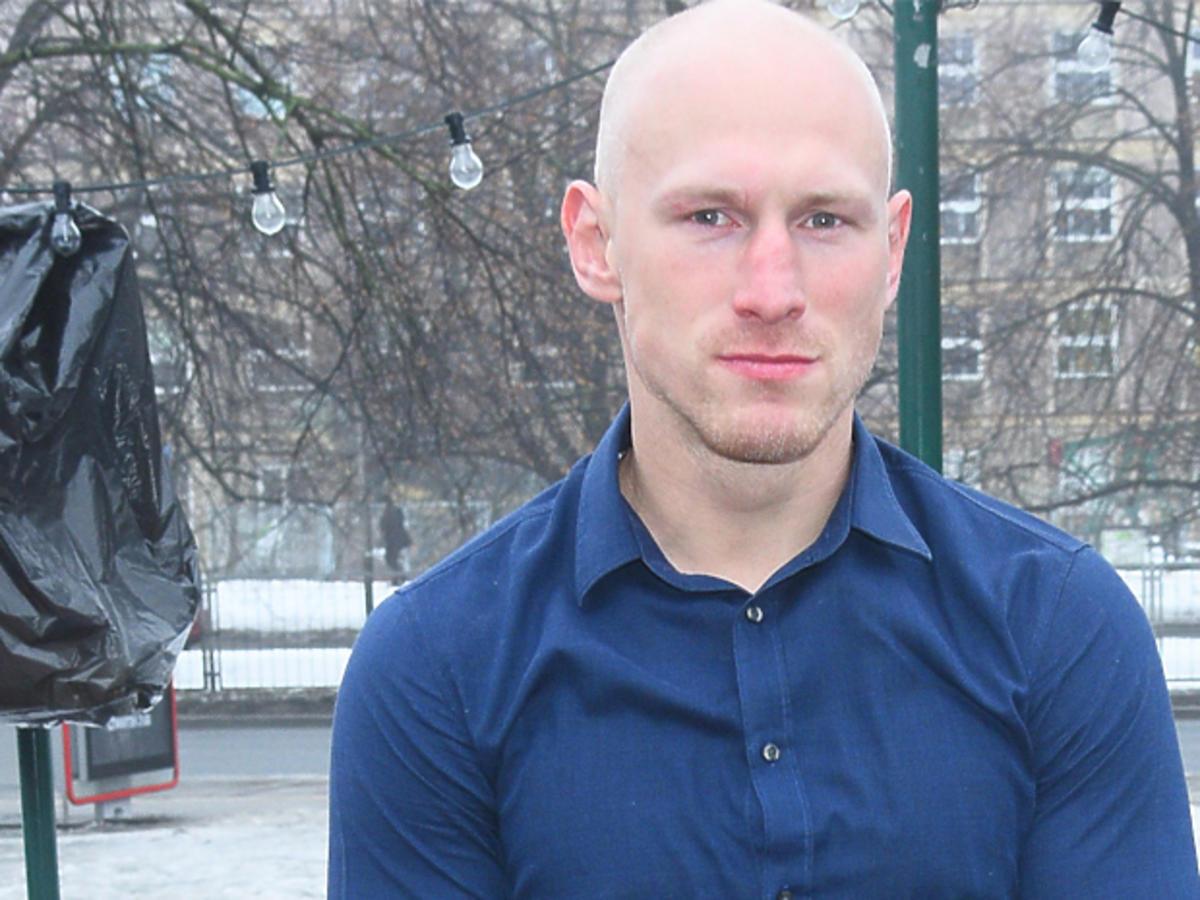 Krzysztof Włodarczyk w granatowej koszuli