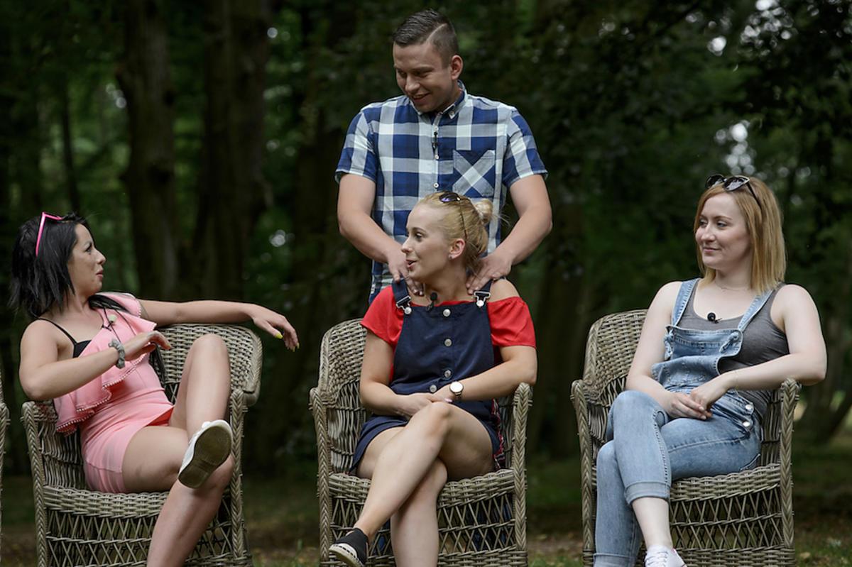Krzysztof z Rolnik szuka żony 5 masuje swoje kandydatki na żony