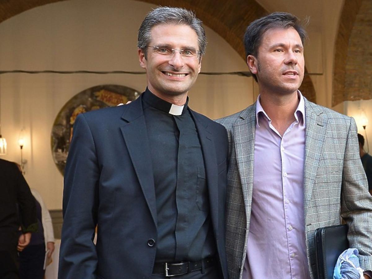 Ksiądz Krzystof Charamsa z partnerem