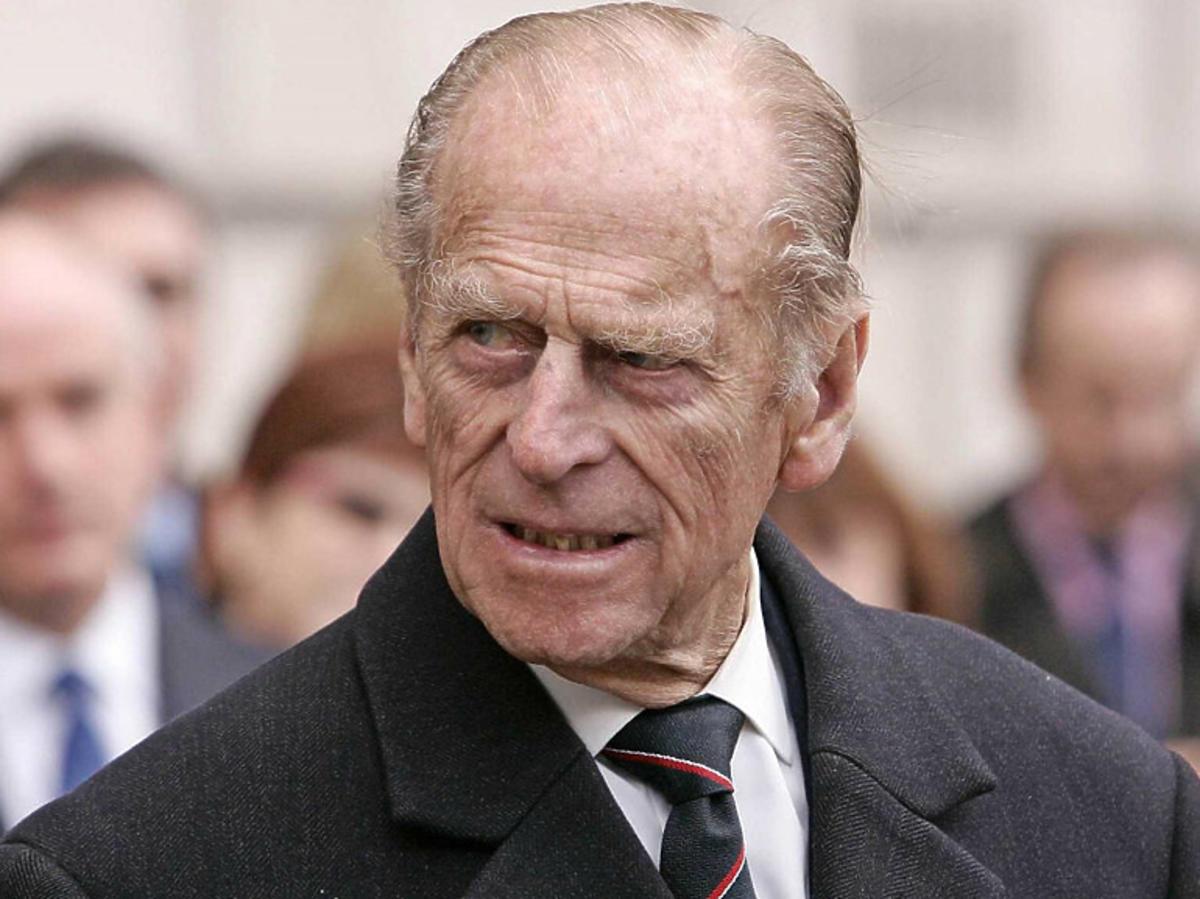 Książę Filip w garniturze