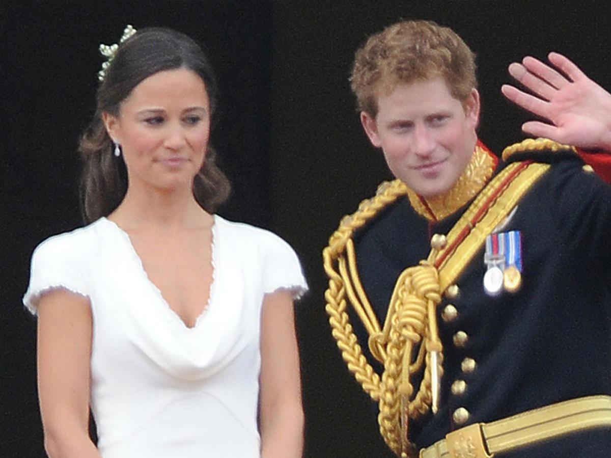 Książę Harry i Pippa Middleton na balkonie Pałacu Buckingham