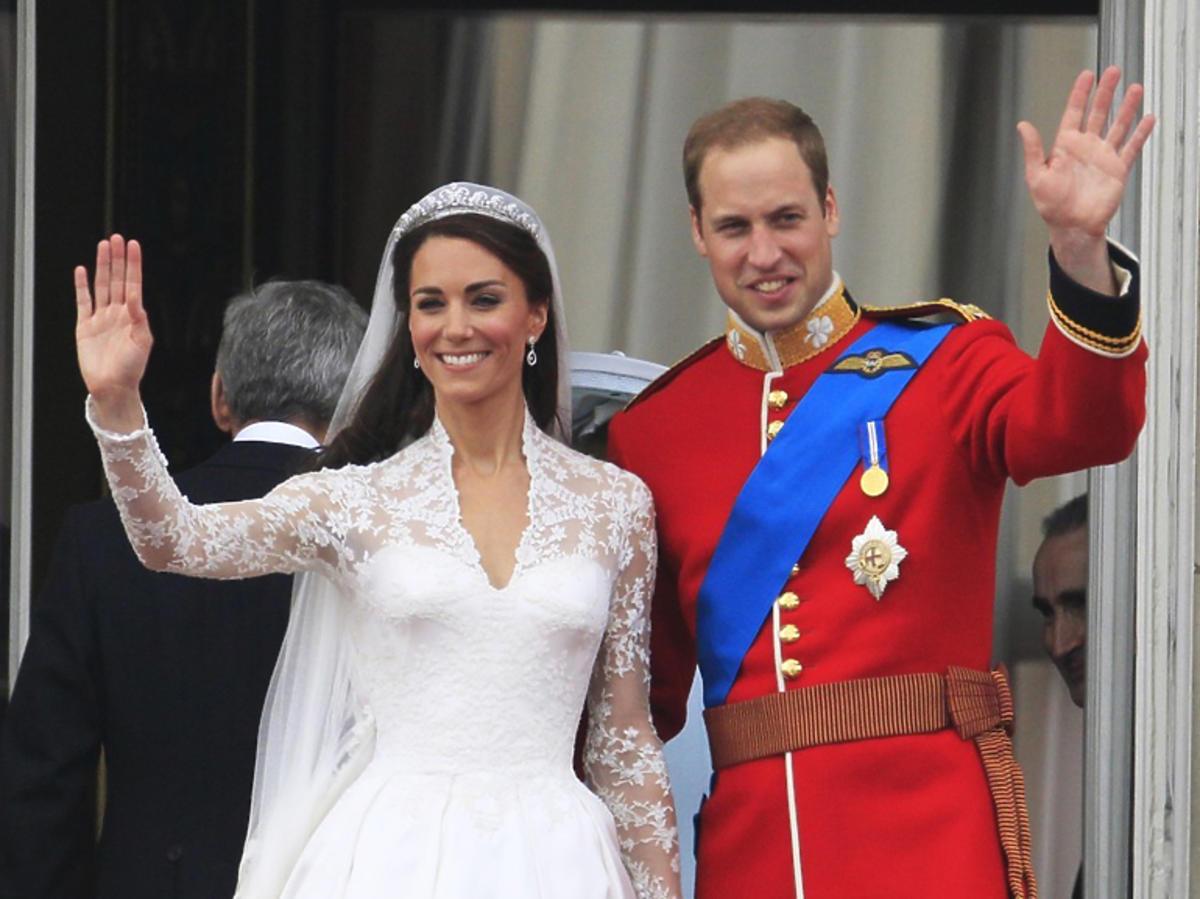 Książę William i księżna Kate po ślubie na balkonie Pałacu Buckingham