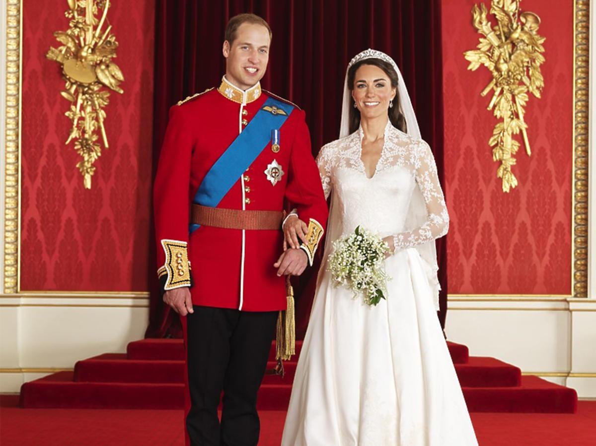 Książę William i księżna Kate podczas sesji poślubnej w Pałacu Buckingham