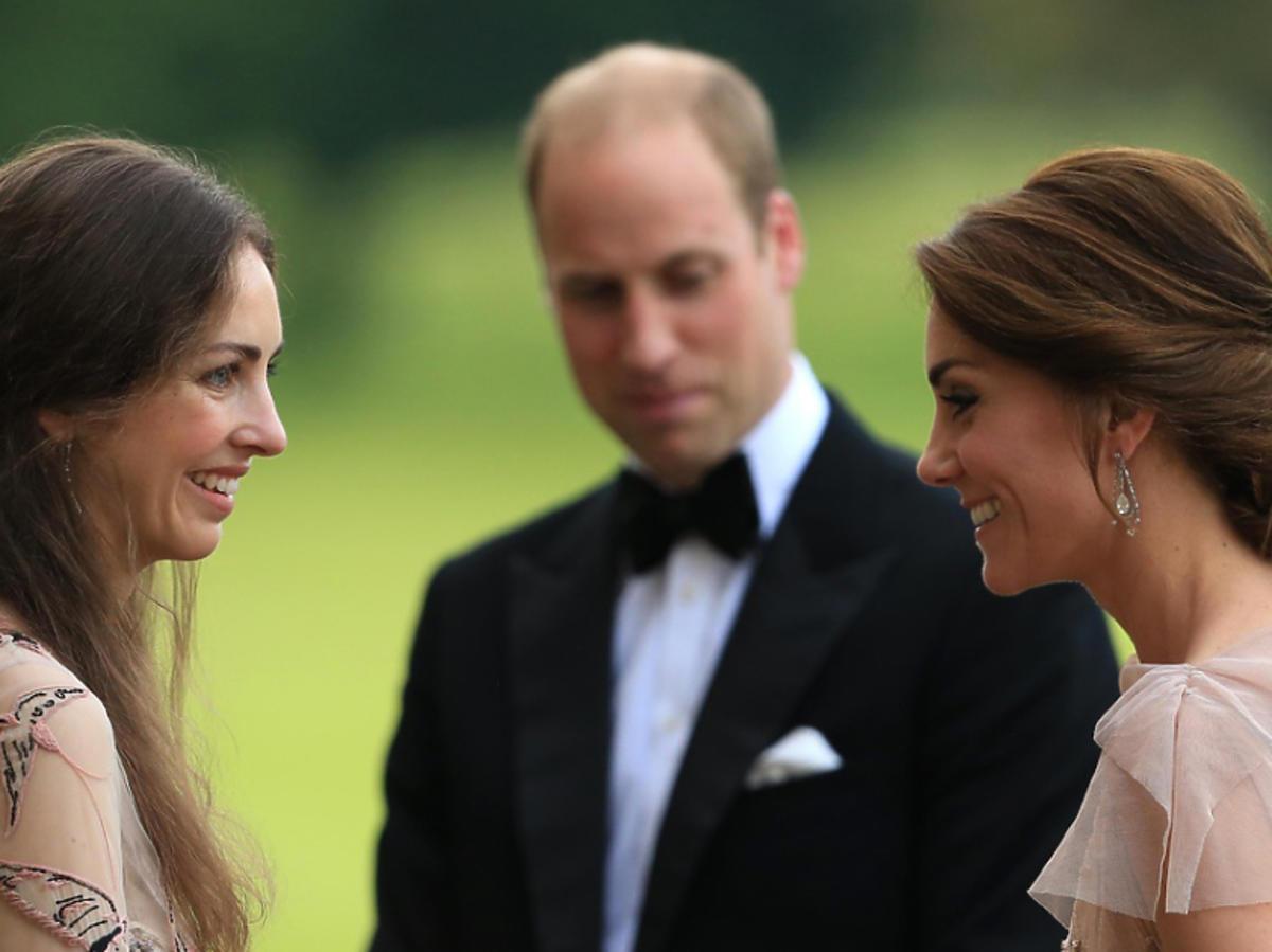 książę William, księżna Kate, Rose Hanbury na jednej imprezie