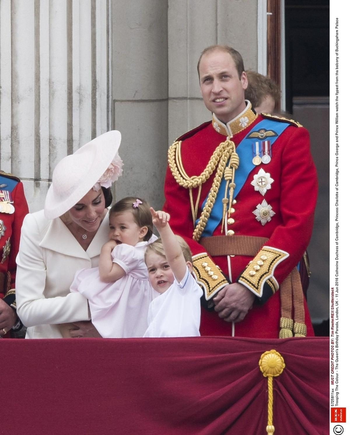 Książę William w czerwonej marynarce