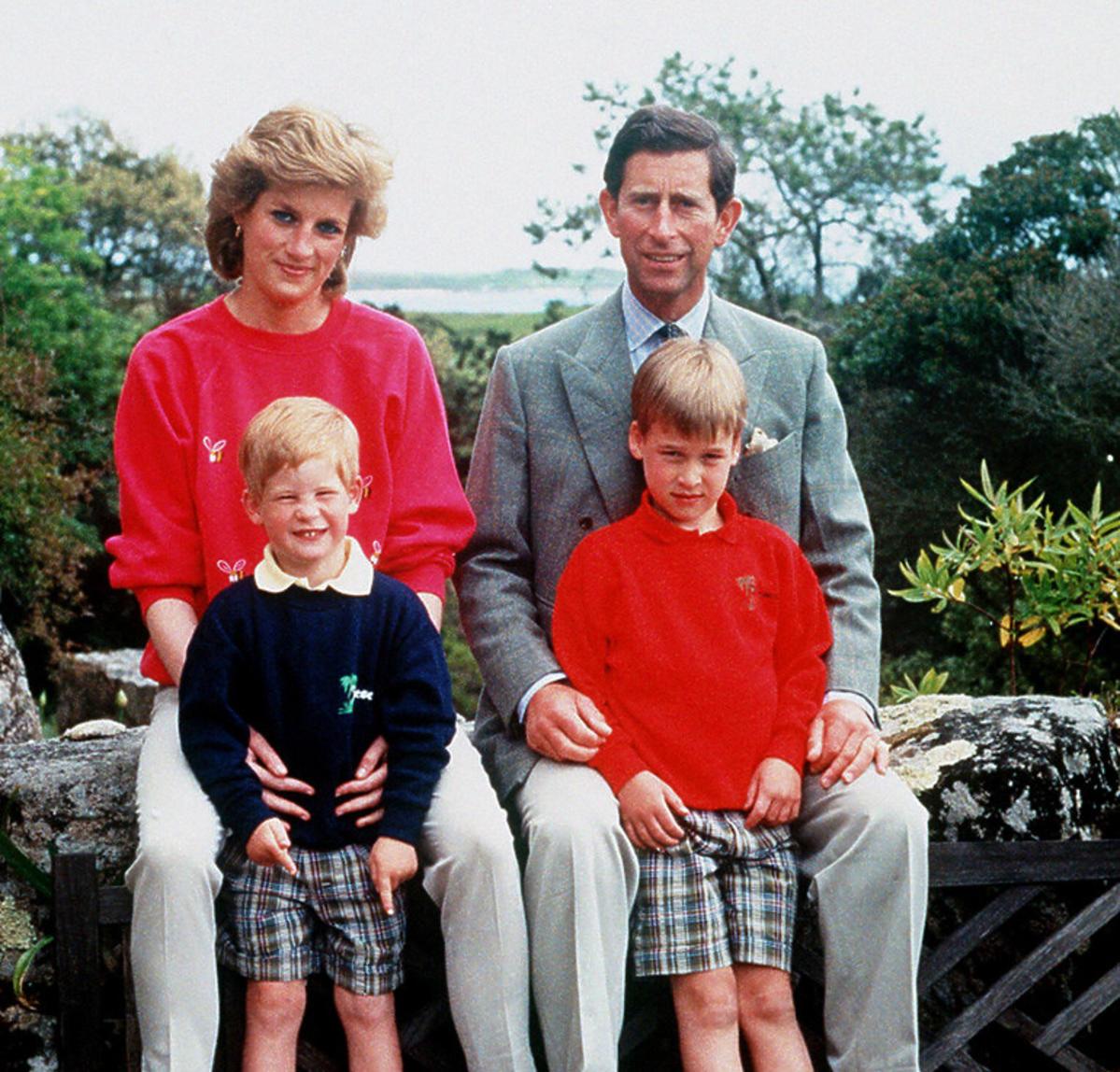 Księżna Diana i książę Karol z Williamem i Harrym