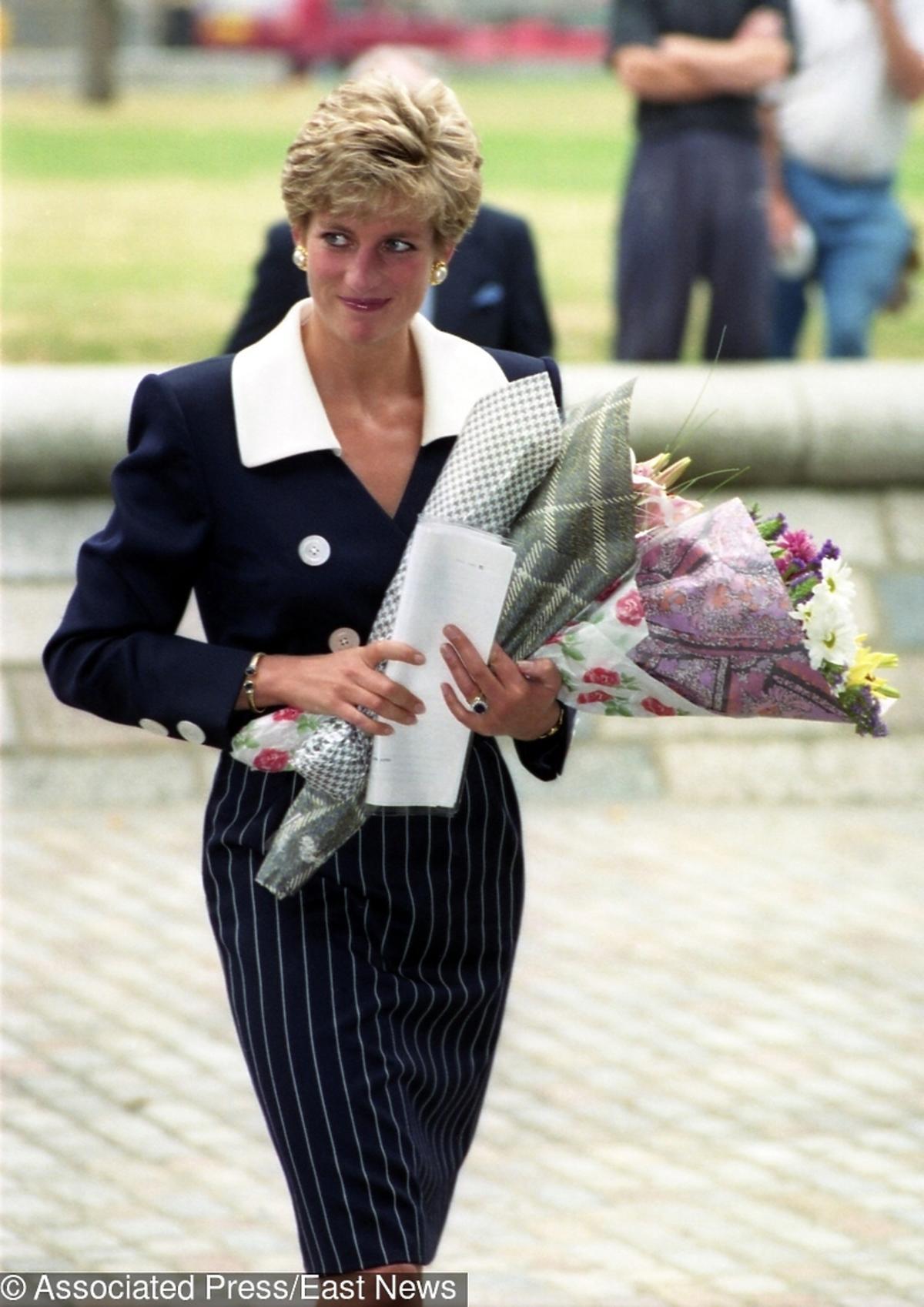 księżna Diana z kwiatami w Londynie