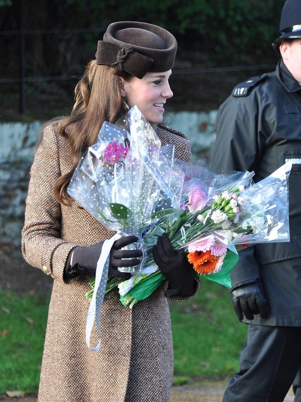 Księżna Kate cała na brązowo