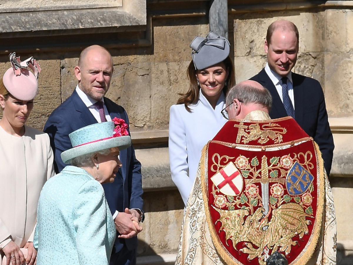 księżna Kate, książę William z królową na mszy