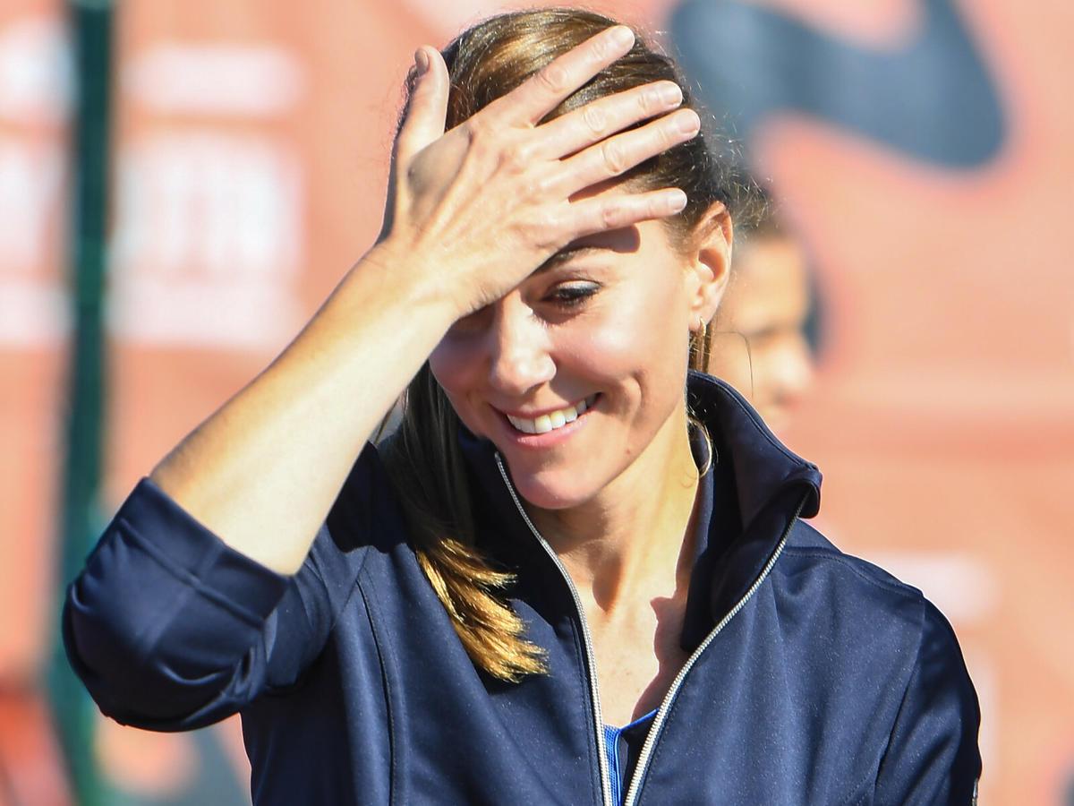 Księżna Kate łapie się za głowę na korcie tenisowym