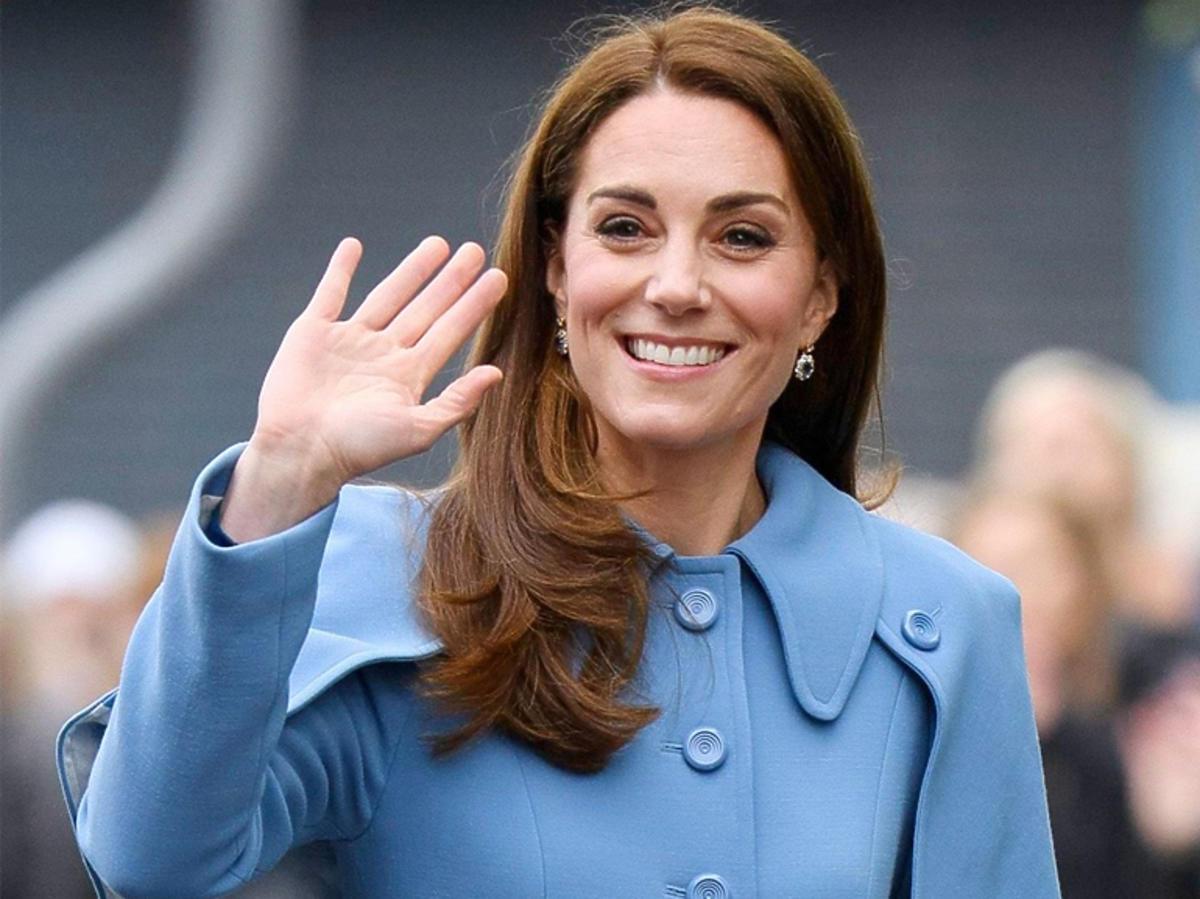 Księżna Kate niebieski płaszcz Mulberry