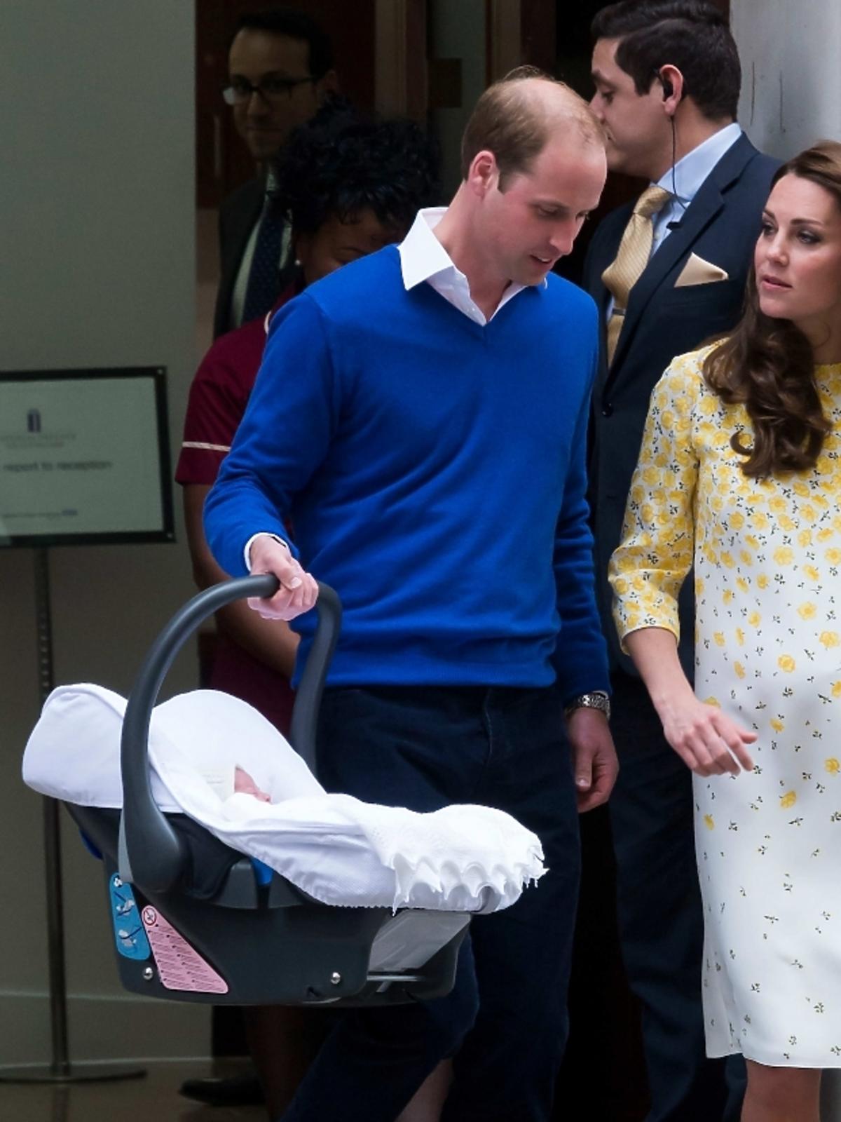 Księżna Kate opuszcza szpital po porodzie