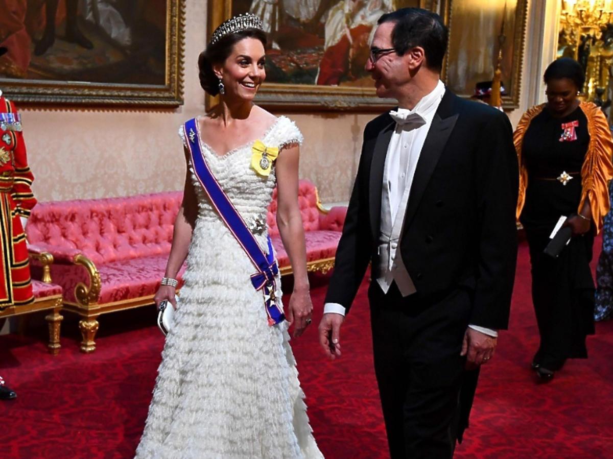 Księżna Kate rozmawia z innym mężczyzną