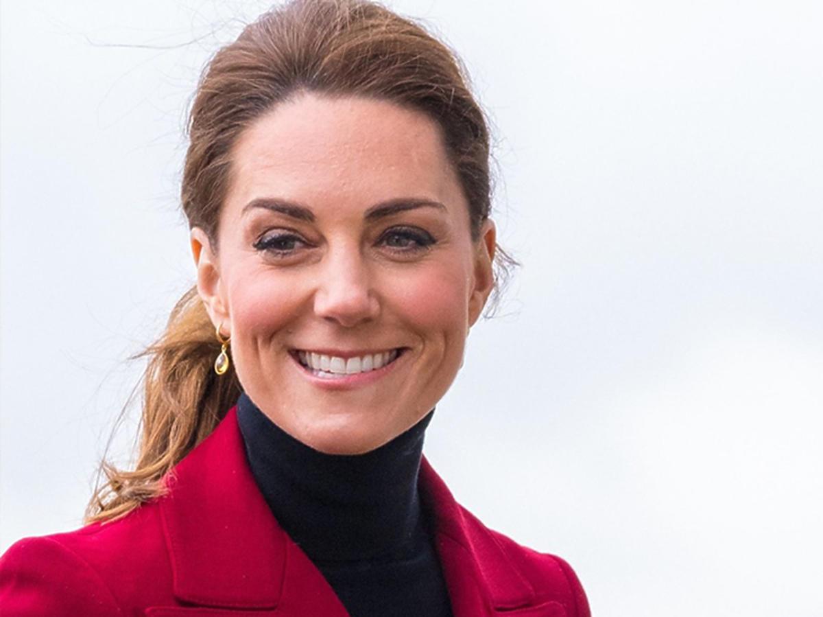 Księżna Kate w bordowym żakiecie