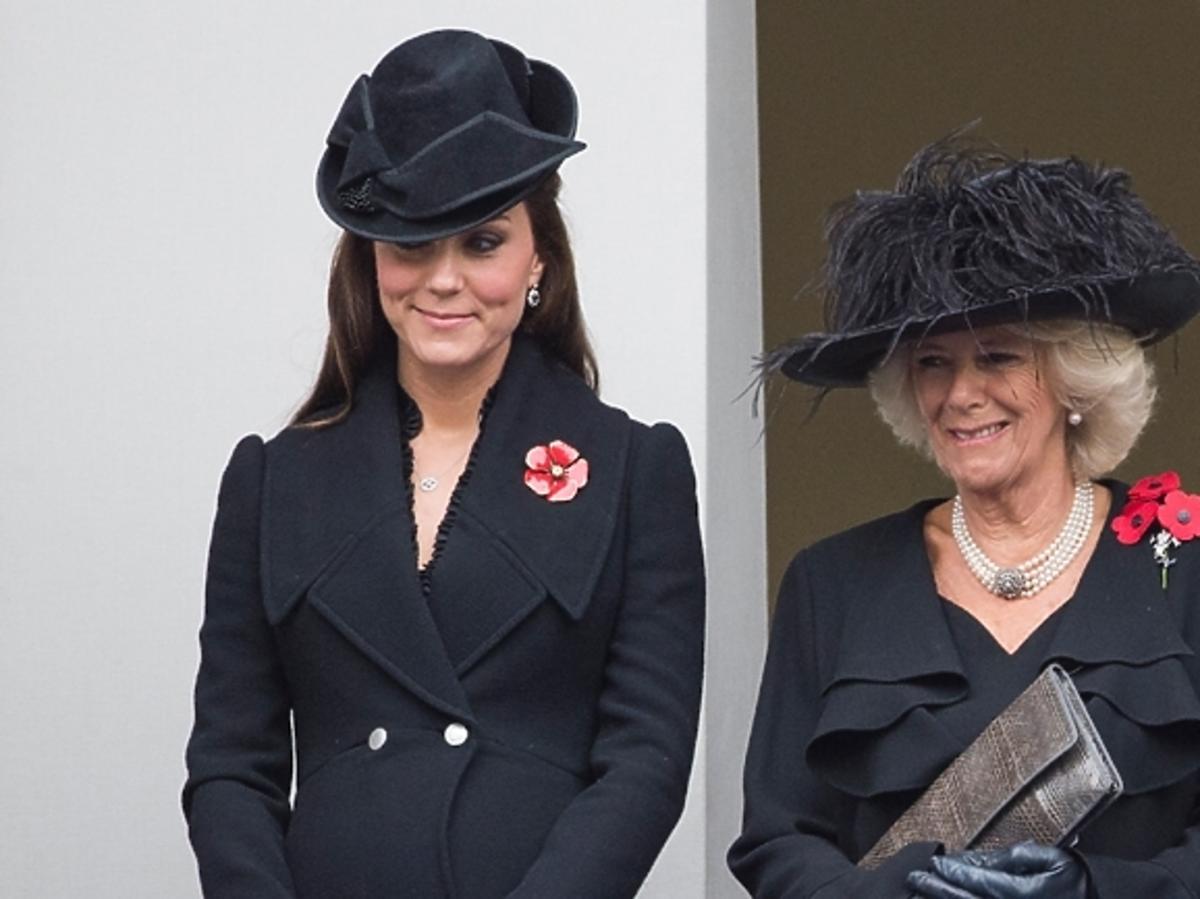 Księżna Kate w ciąży i Księżna Camilla