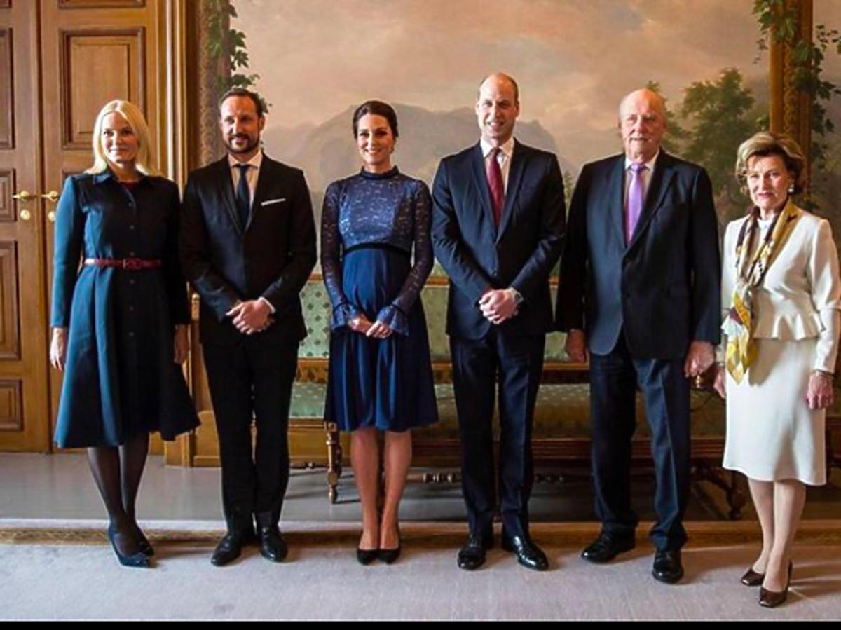 Księżna Kate w ciąży stawia na niebieskie stylizacje