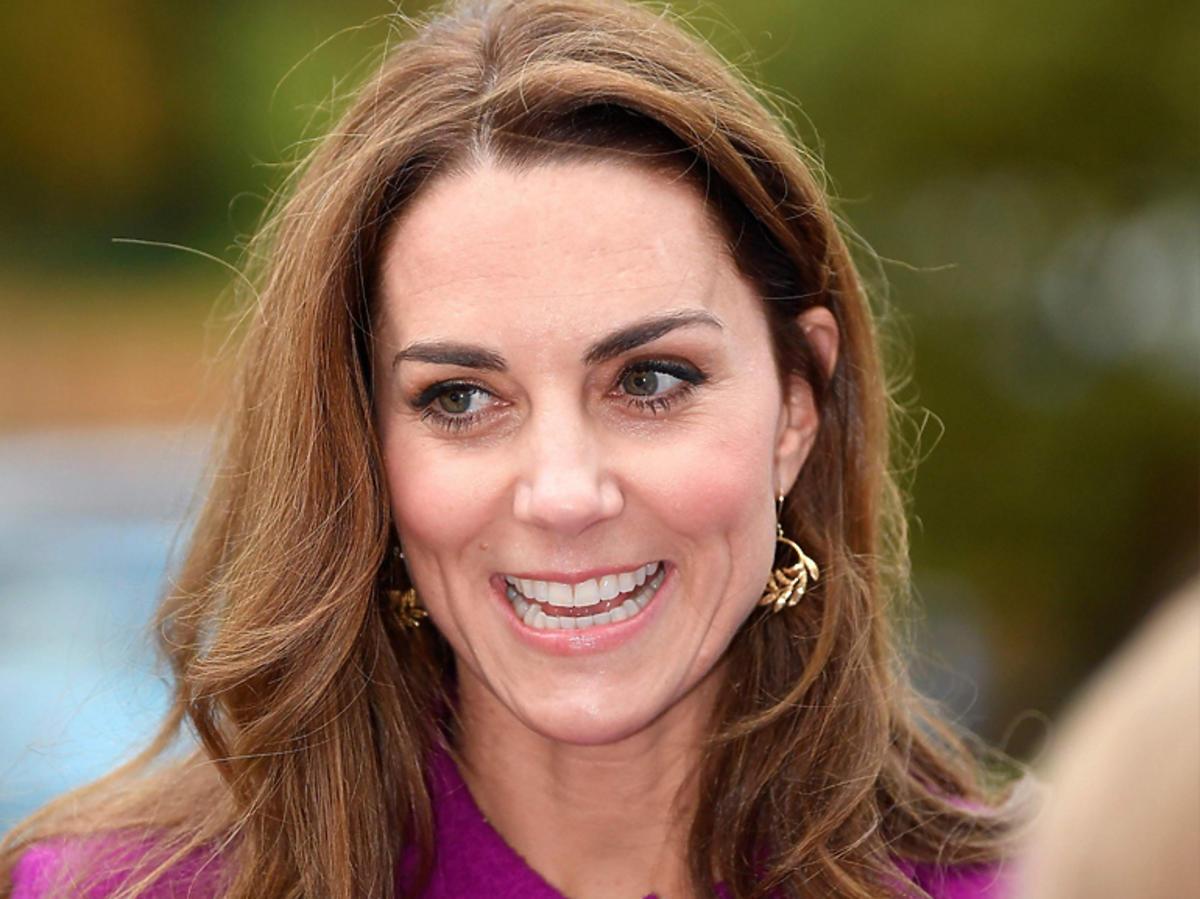 Księżna Kate w fioletowym komplecie za ponad 15 tys. złotych