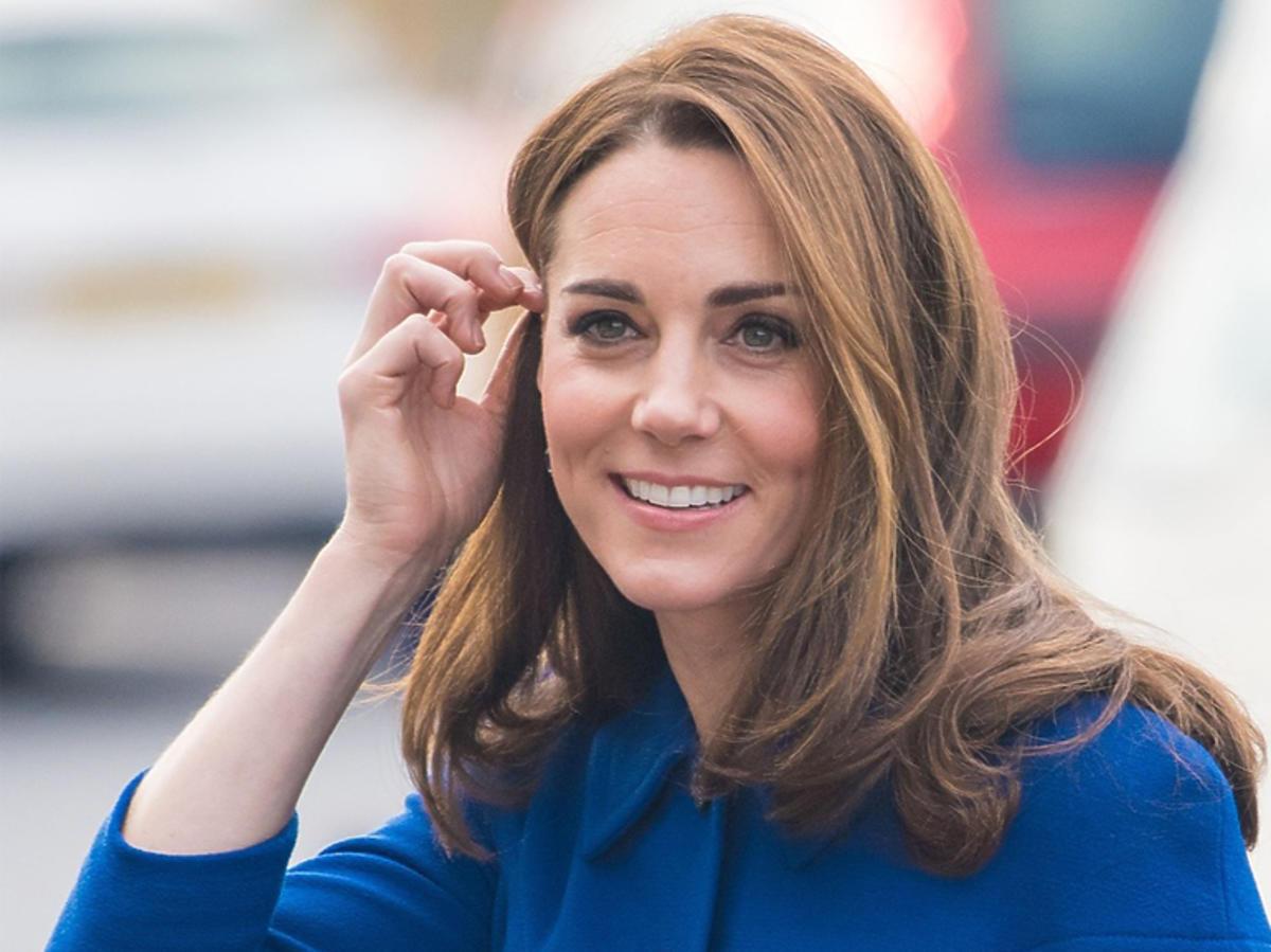 Księżna Kate w Londynie w niebieskiej sukience