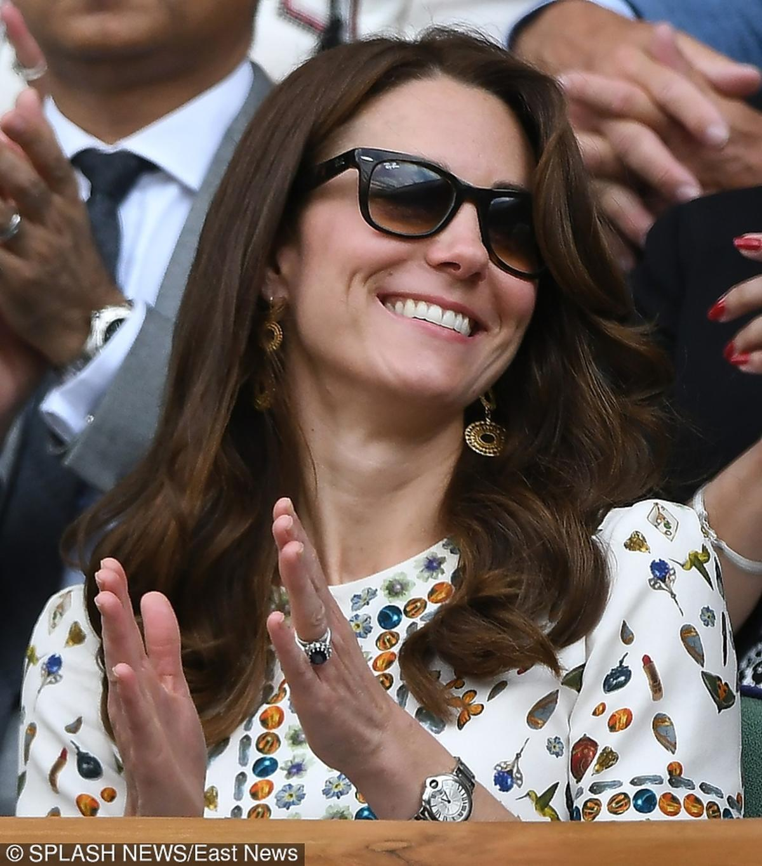 Księżna Kate w okularach