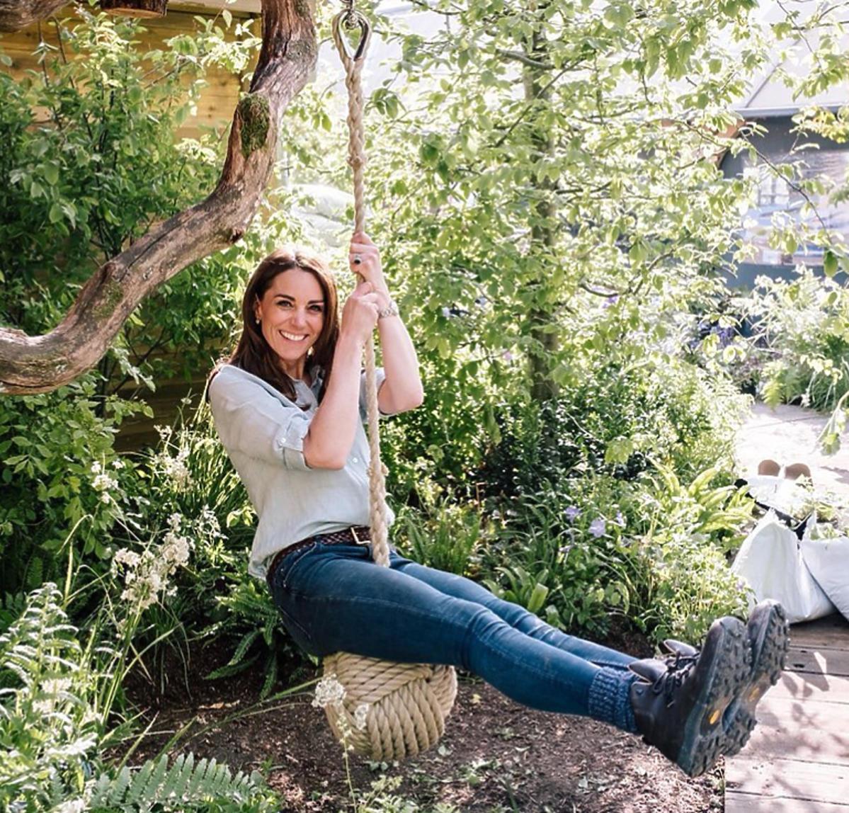 Księżna Kate w sesji w ogrodzie