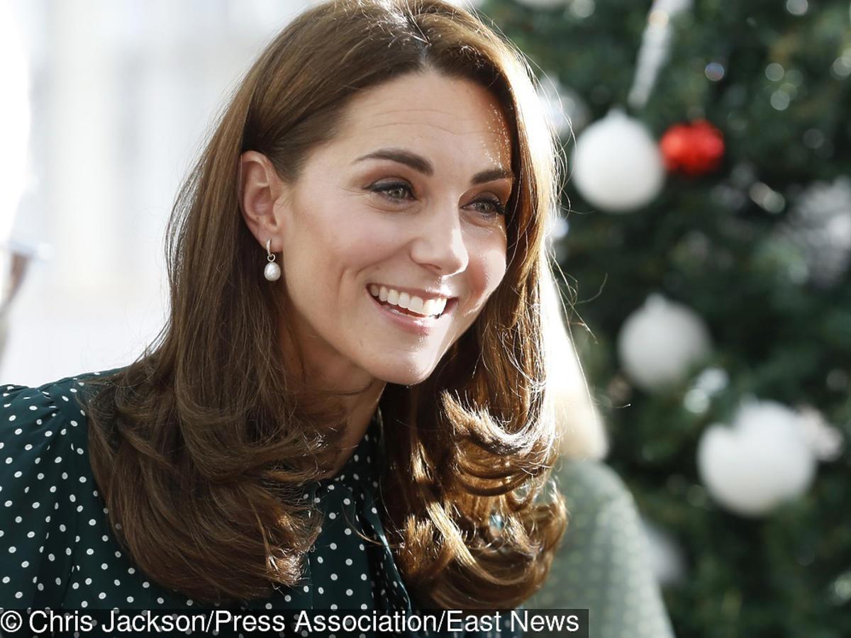 Księżna Kate w sukience w groszki