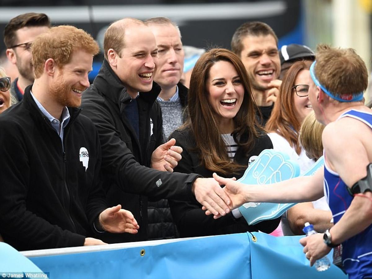 Księżna Kate w swetrze breton