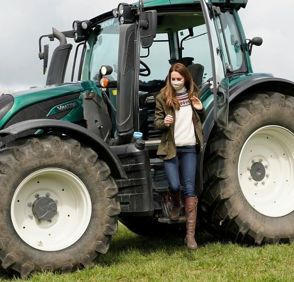 Księżna Kate w traktorze