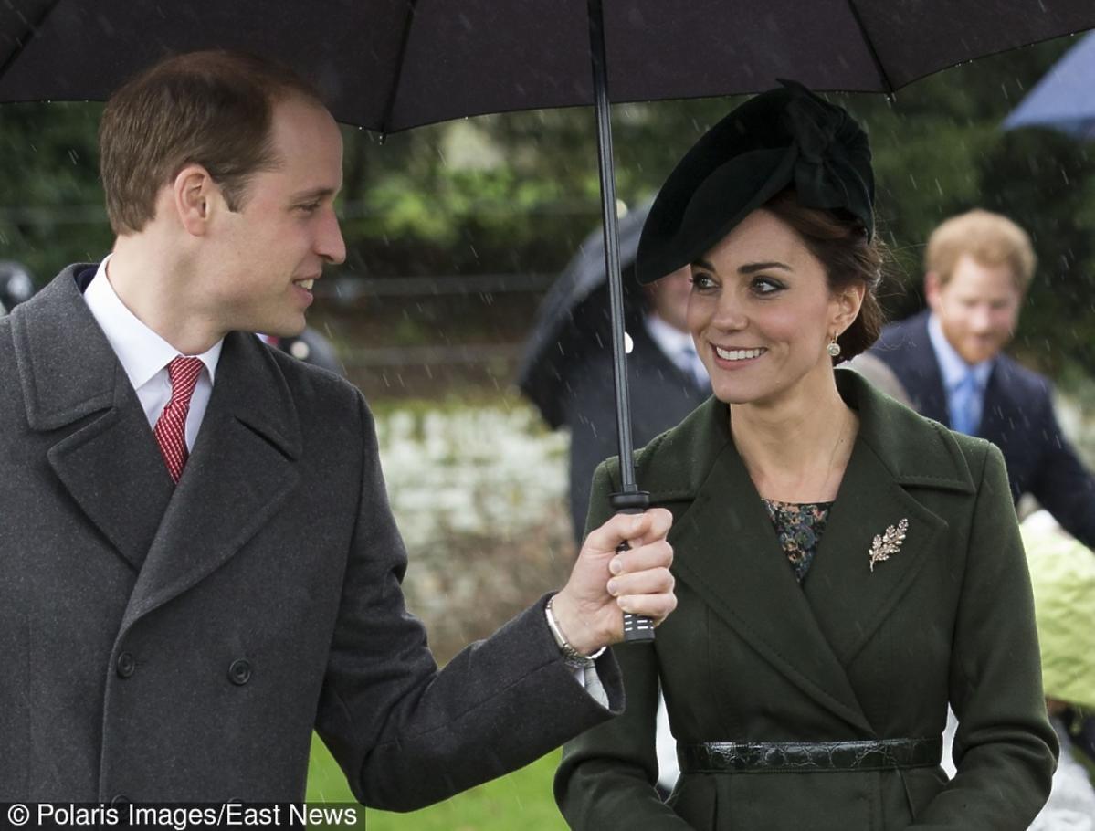 Księżna Kate w zielonym płaszczu