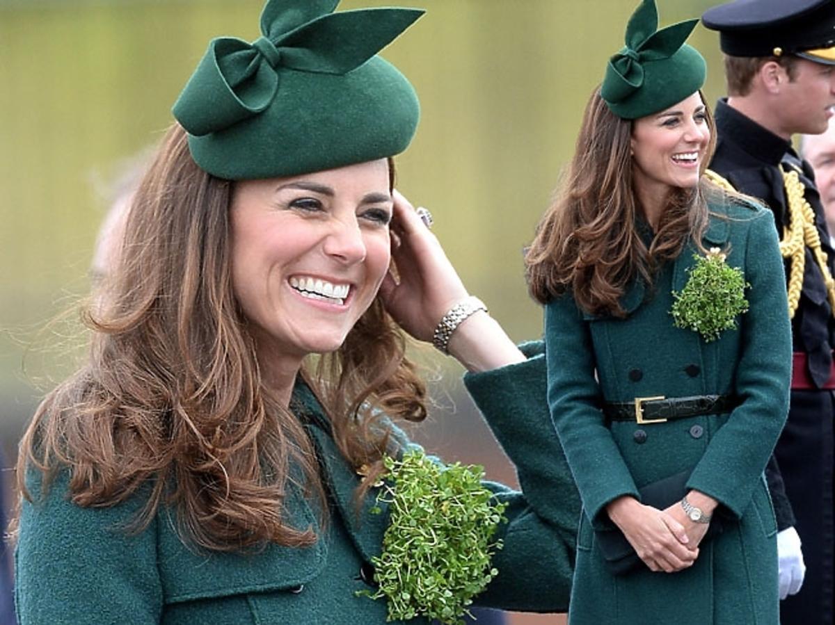 Księżna Kate w zielonym płaszczu marki Hobbs