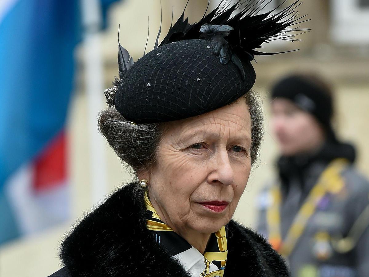 Księżniczka Anna w czarnej stylizacji