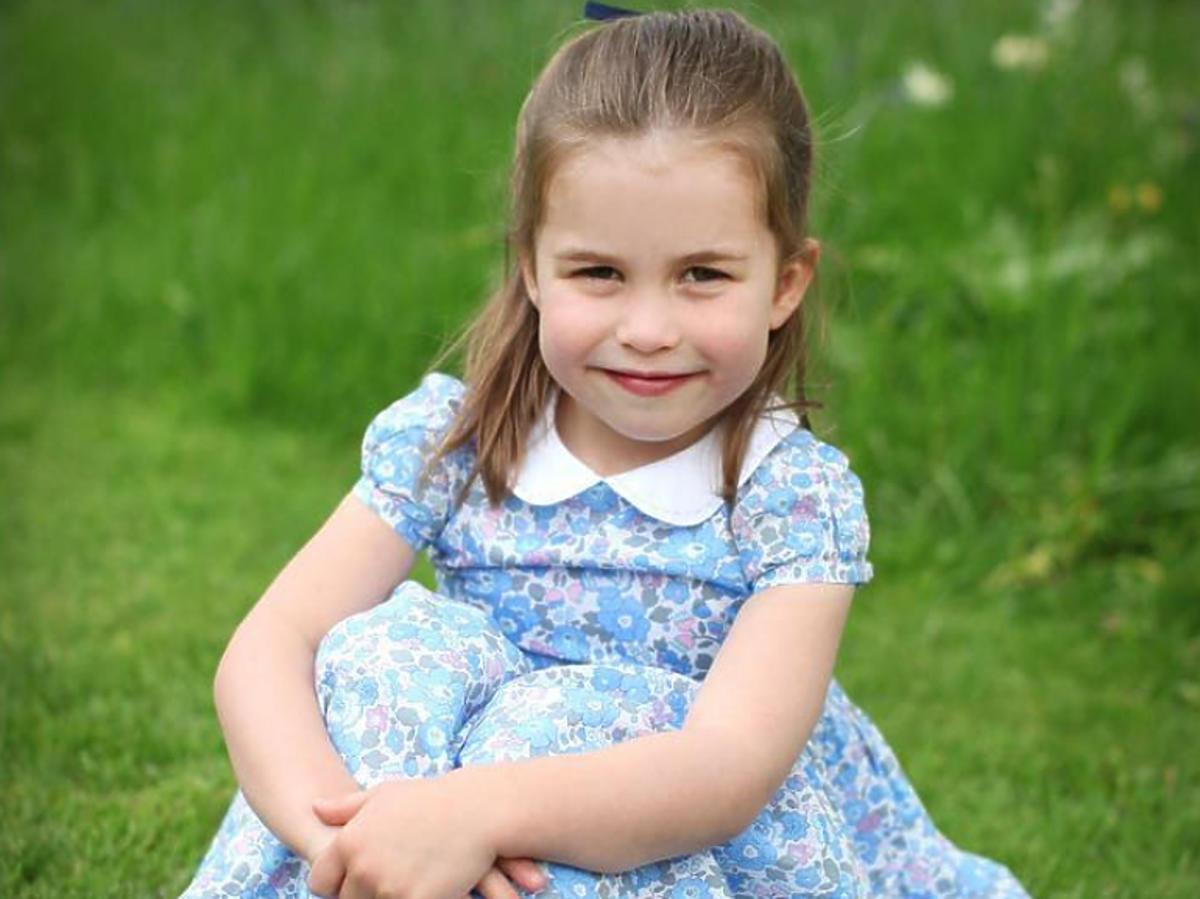 Księżniczka Charlotte  w sukience