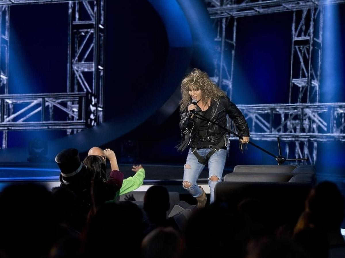Kuba Molęda jako Jon Bon Jovi w piątym odcinku Twoja Twarz Brzmi Znajomo