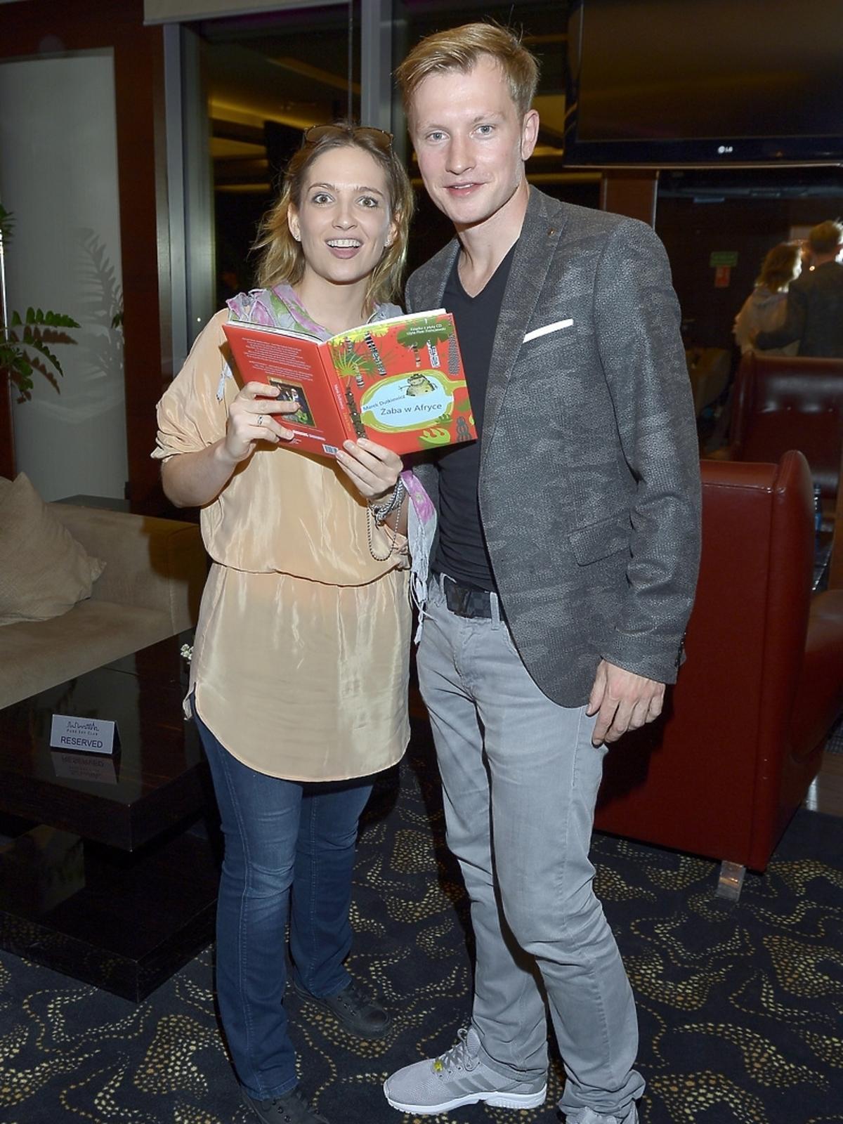 Kuba Wesołowski i Anna Cieślak podczas aukcji dla Leo