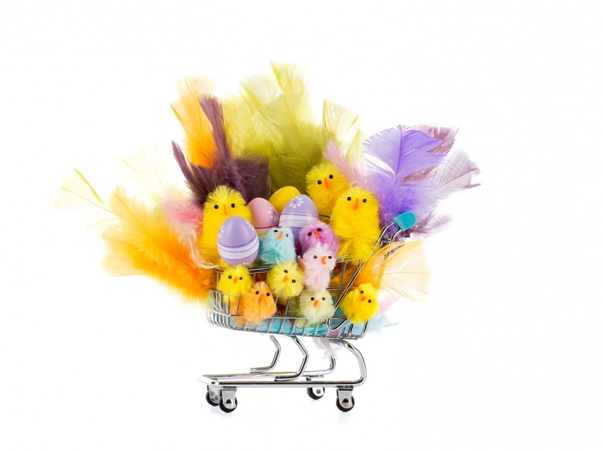 kurczaczki wielkanoncne w wózku na zakupy