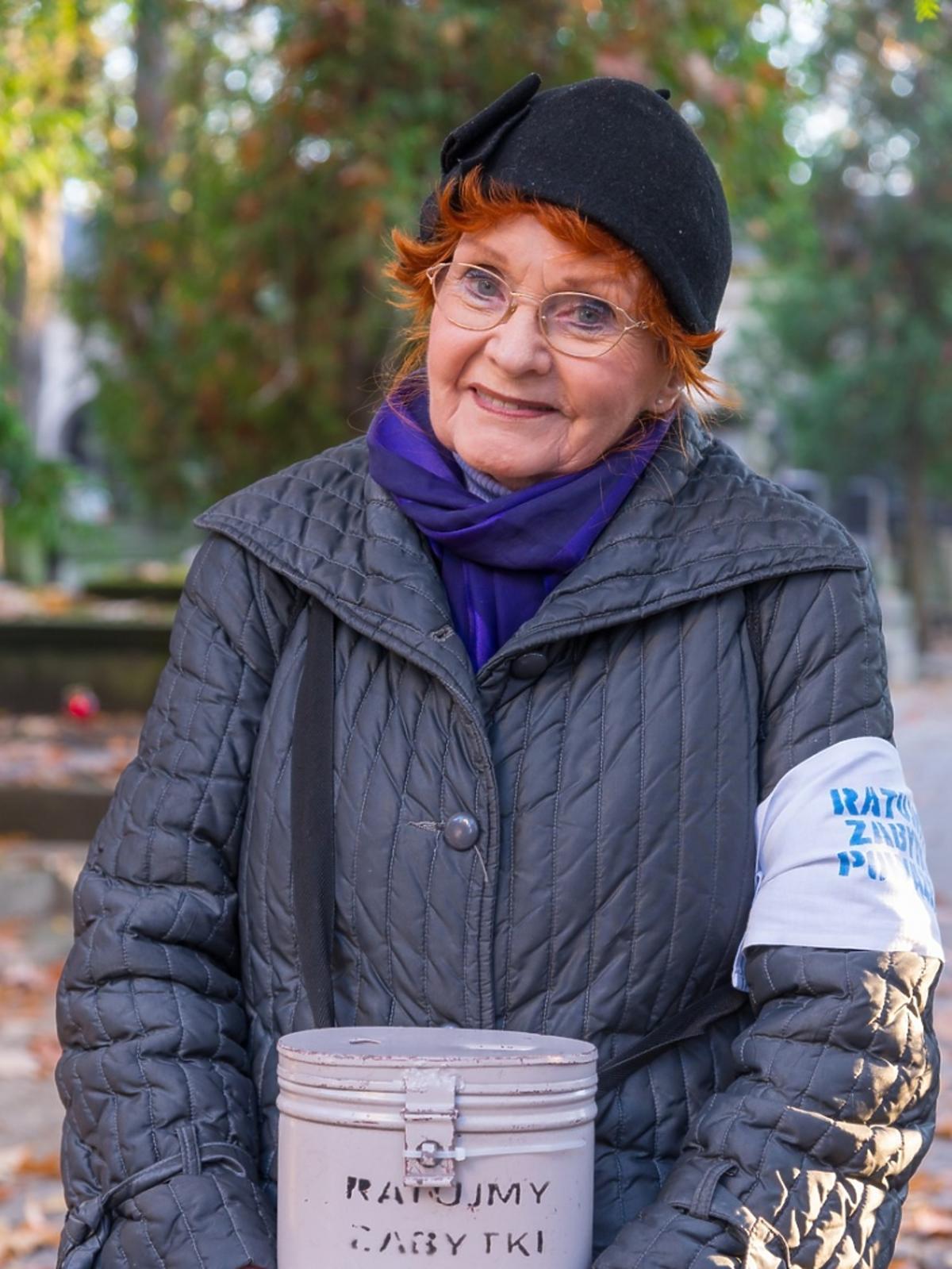 Kwesta na Powązkach - pieniądze zbiera Barbara Kraftówna