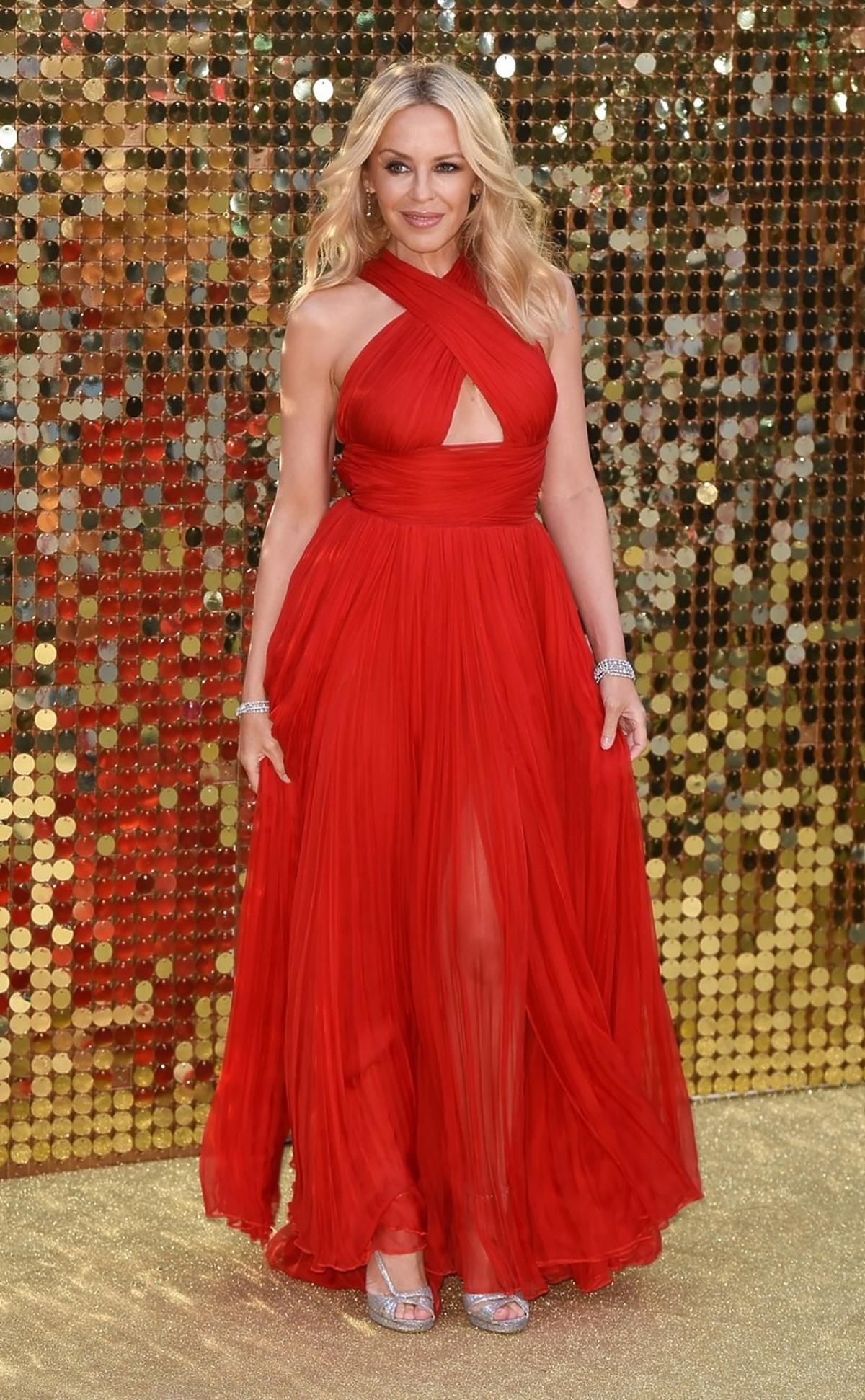 Kylie Minogue w czerwonej sukni