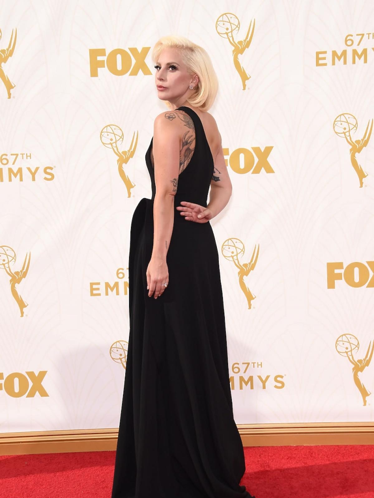 Lady Gaga w czarnej sukience