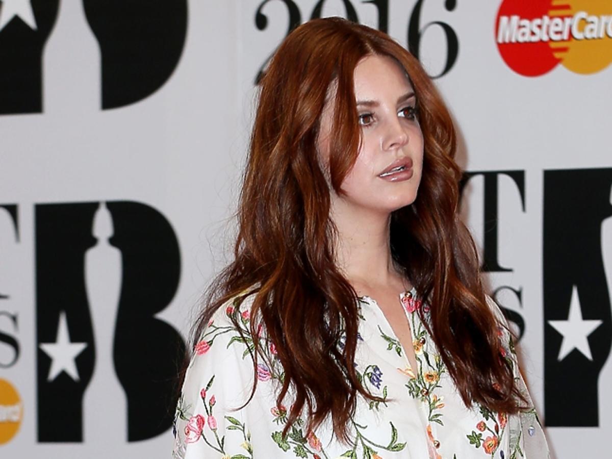 Lana Del Rey w rozpuszczonych włosach